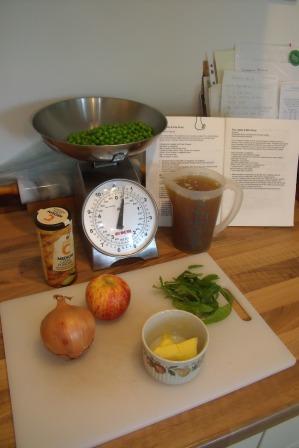 Pea, apple & mint soup